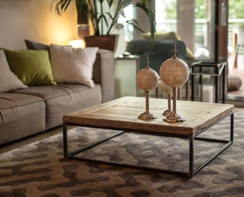 Tavolino in legno antico